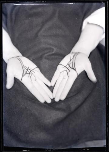 Man Ray, Mains, Etoile de mer, 1928